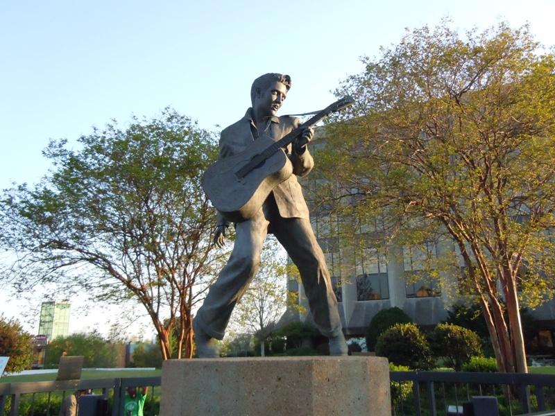 La statua di Elvis